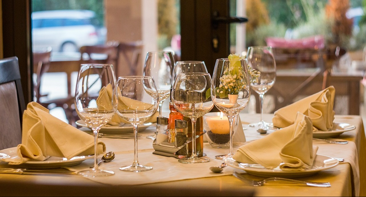 wine glasses at restaurant table